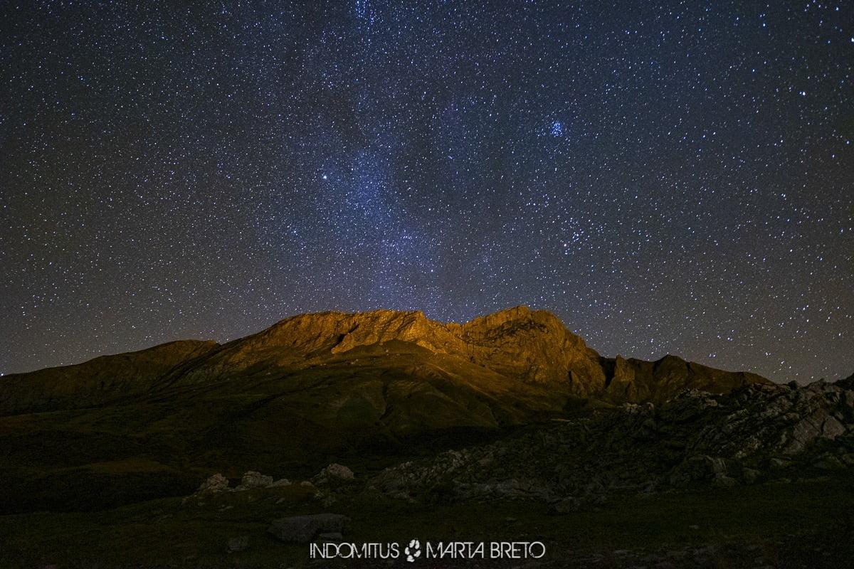 Montaña y estrellas
