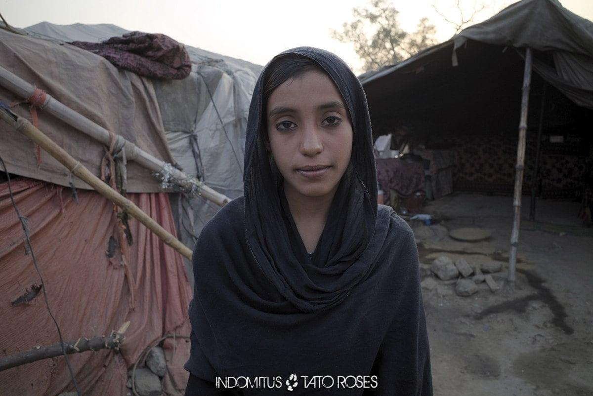 niña en Paksitán