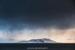 tormenta en los fiordos de Islandia