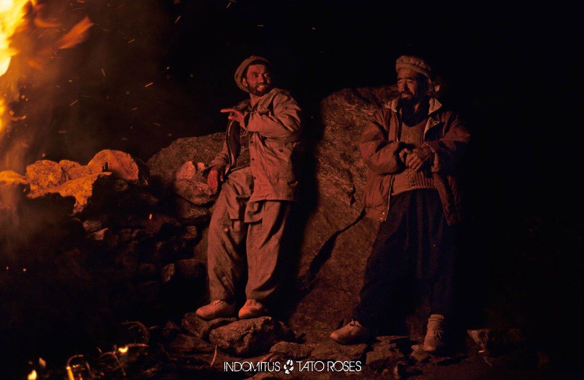 Pakistan 109 CB Herrligkoffer hombres junto al fuego 2